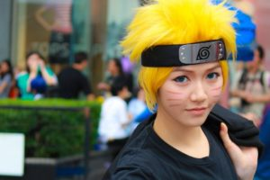 naruto cosplayer in character