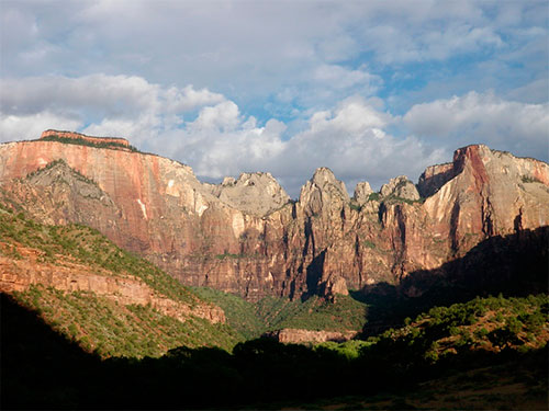 hiking in Zion natural park