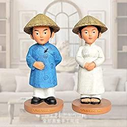 vietnamese couple's statue